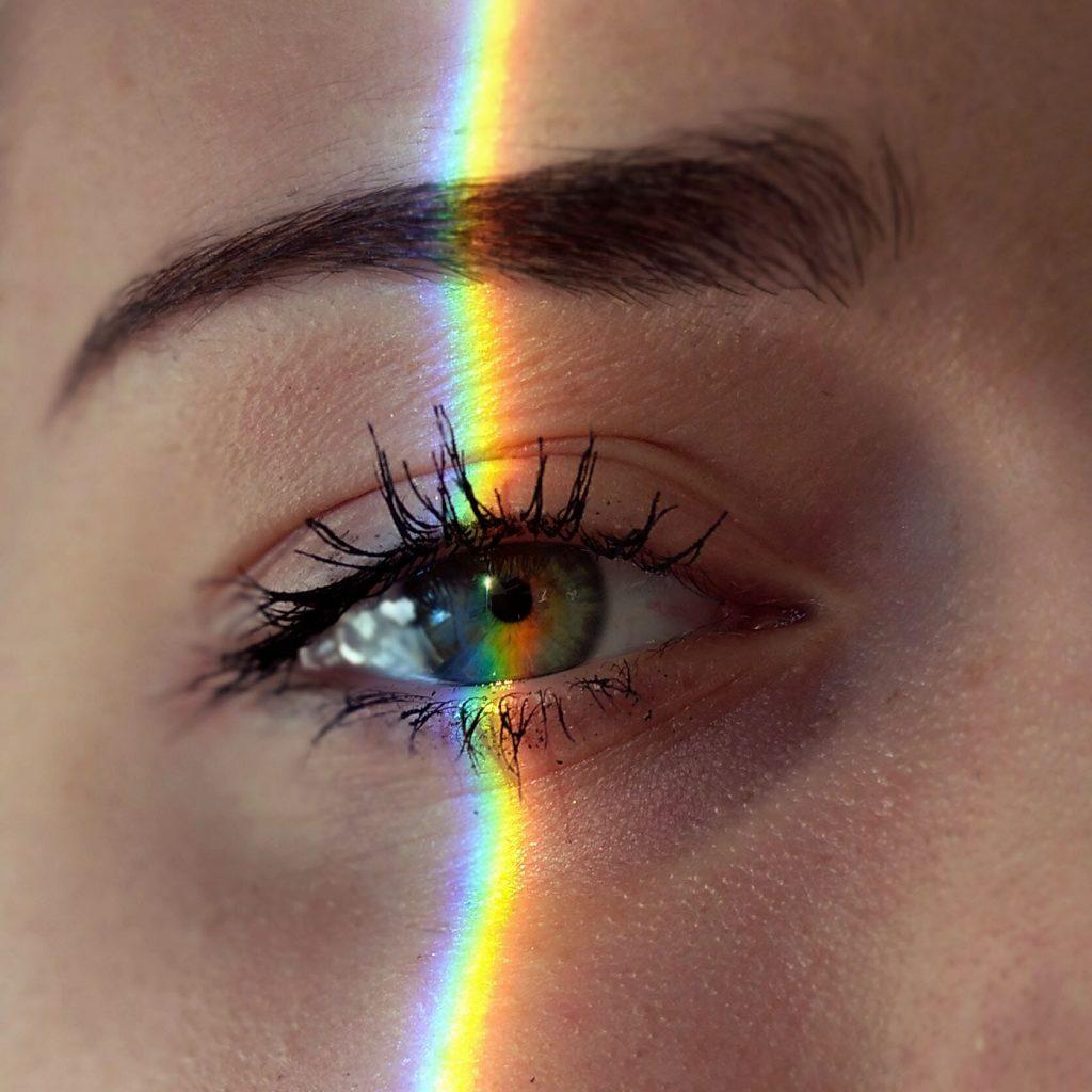 La nueva tendencia beauty que propone TikTok: ¿te animás a lucir las ojeras?