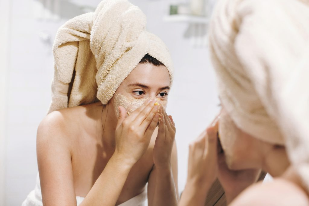 Conoce cómo exfoliar tu rostro según el tipo de piel